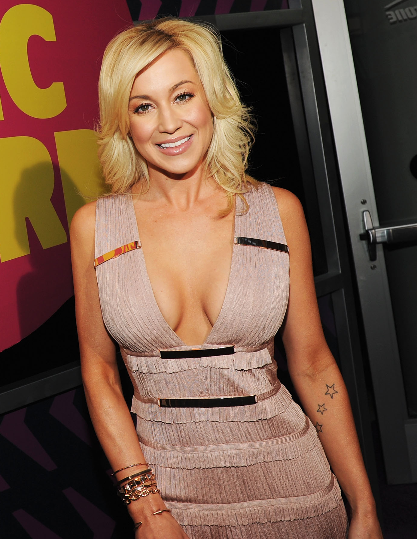 KELLIE PICKLER HOLIDAY SONGS 1002