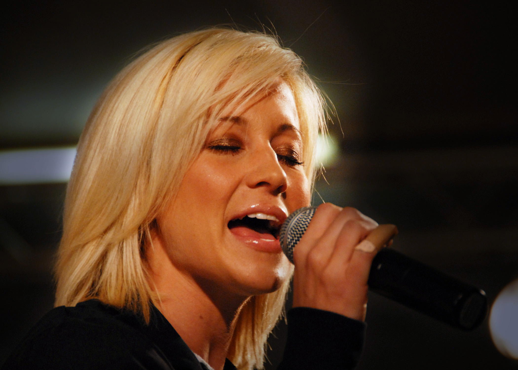 KELLIE PICKLER HOLIDAY SONGS 1004