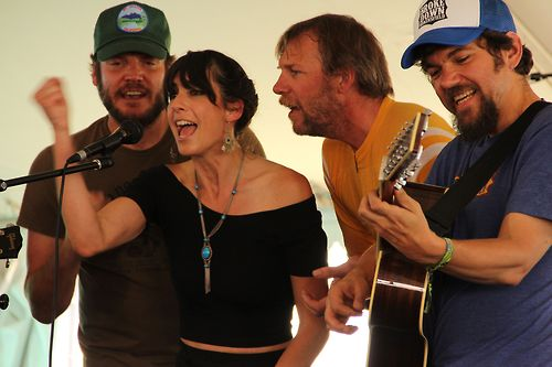 Nicki Bluhm & The Gramblers 1000