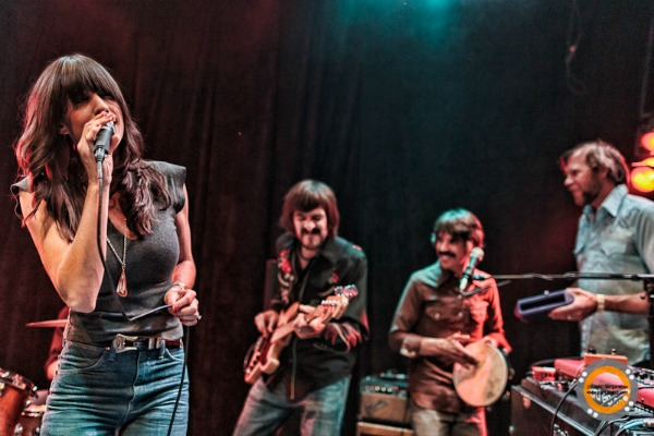 Nicki Bluhm & The Gramblers 1004