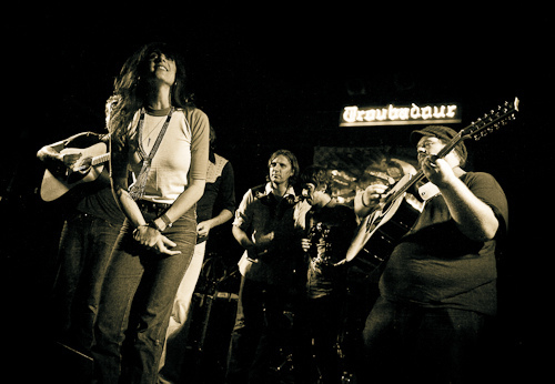 Nicki Bluhm & The Gramblers 1006