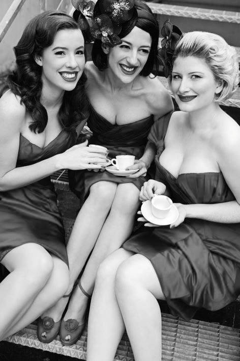 THE PUPPINI SISTERS HOLIDAY SONGS 1002