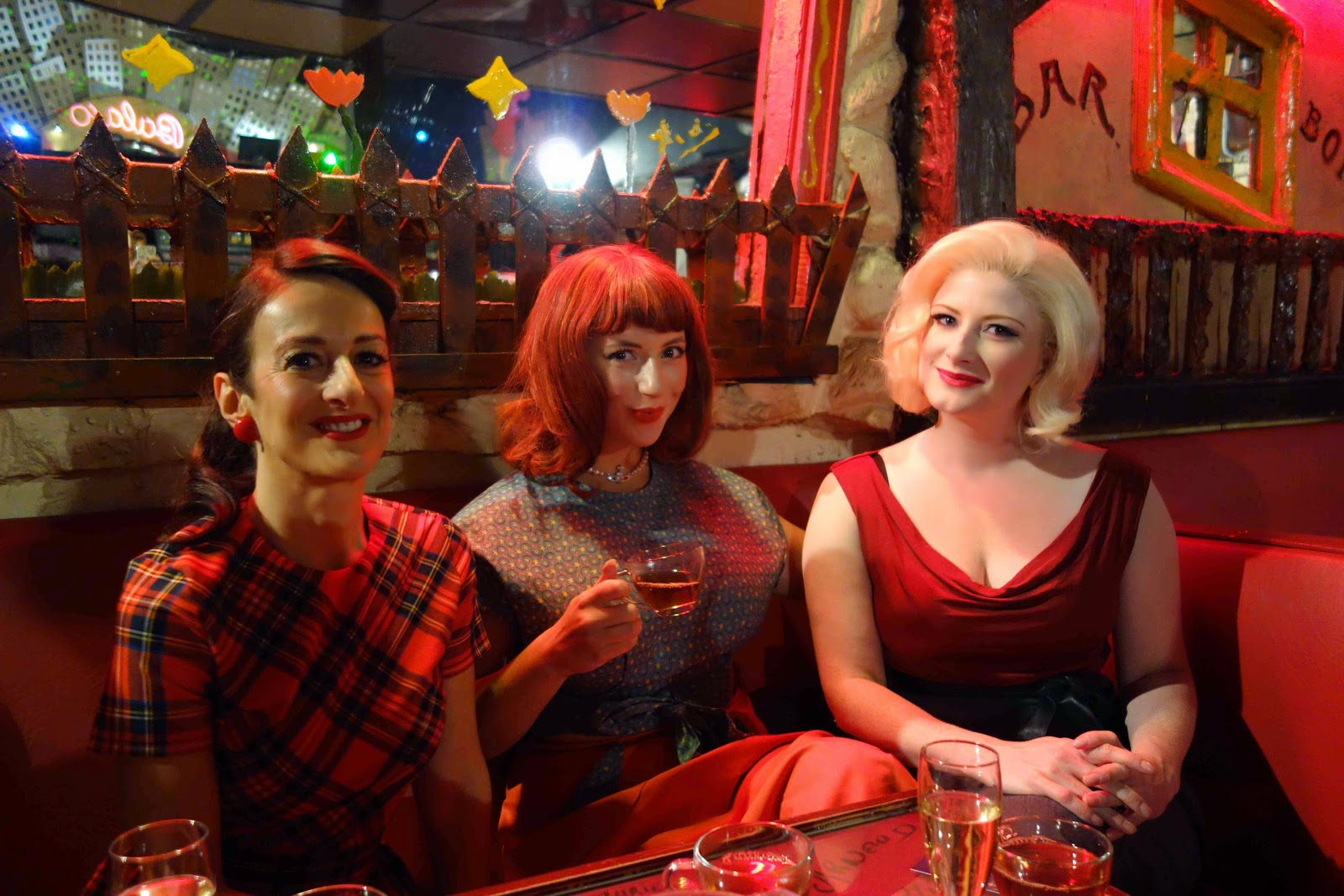 THE PUPPINI SISTERS HOLIDAY SONGS 1003