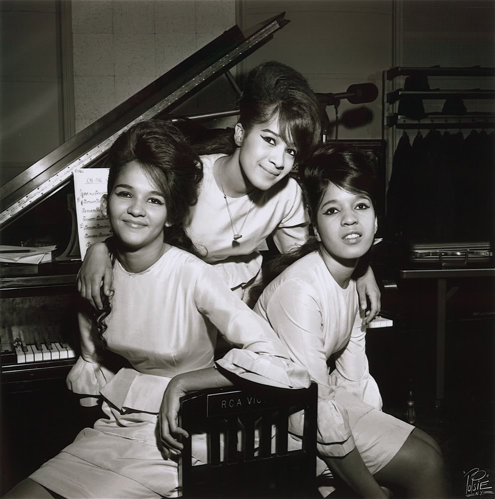 THE RONETTES HOLIDAY SONGS 1003