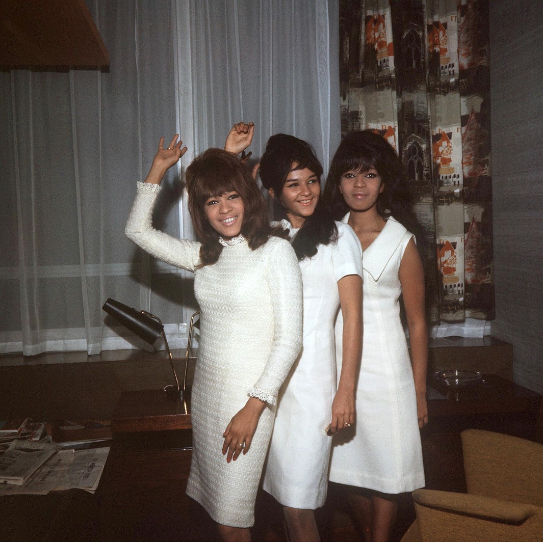 THE RONETTES HOLIDAY SONGS 1006