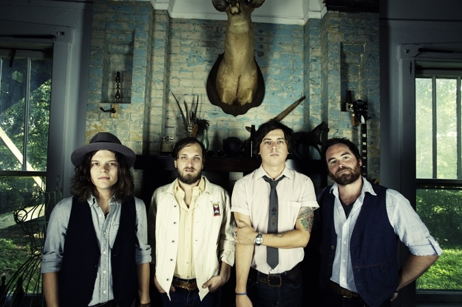 THE WILD FEATHERS 1004